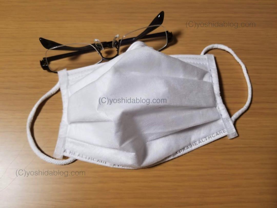マスクとメガネを着用